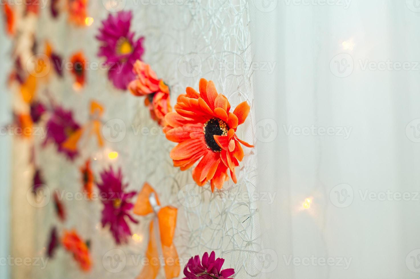 bloemen op een gordijn. foto
