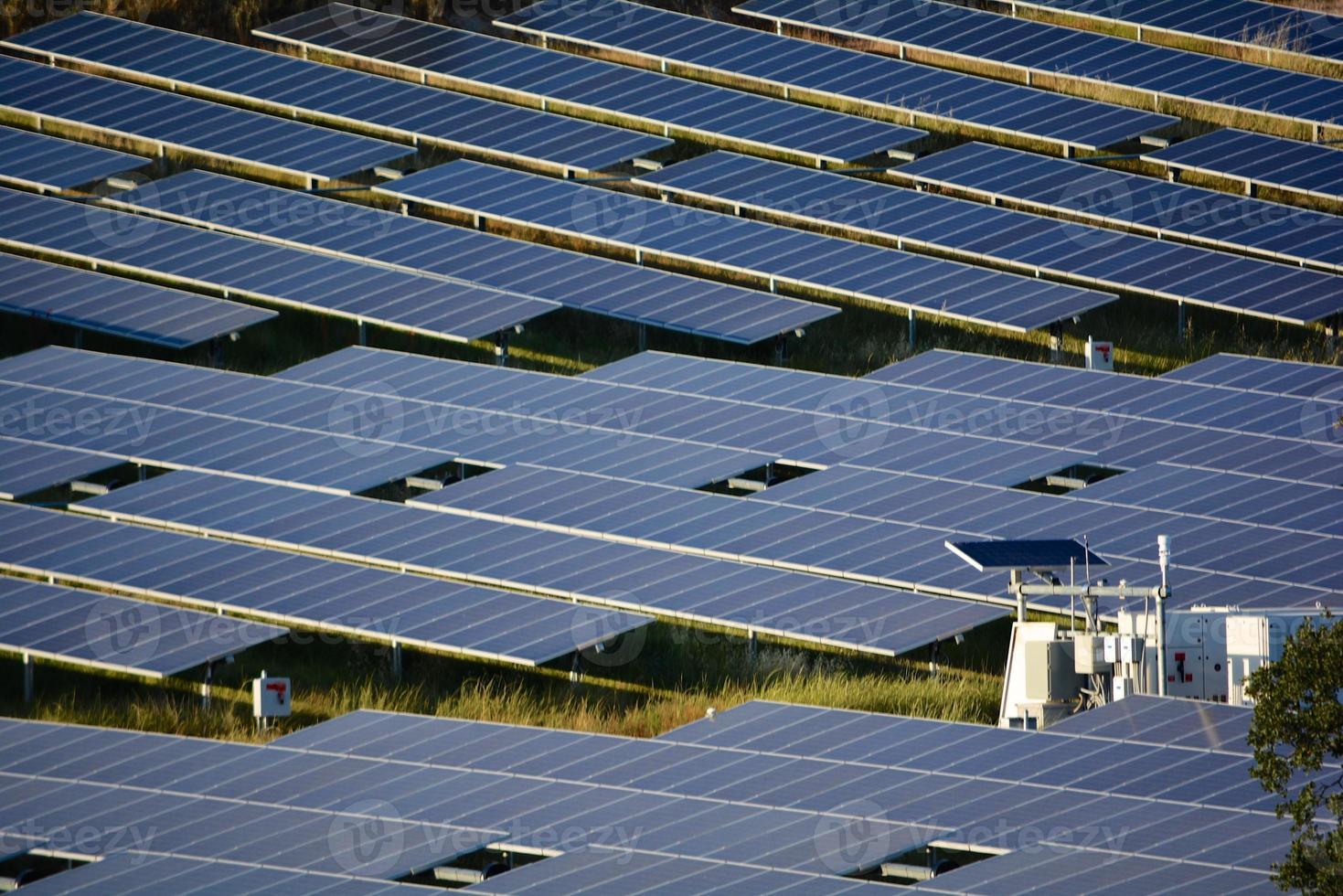 groot zonne-energie station foto
