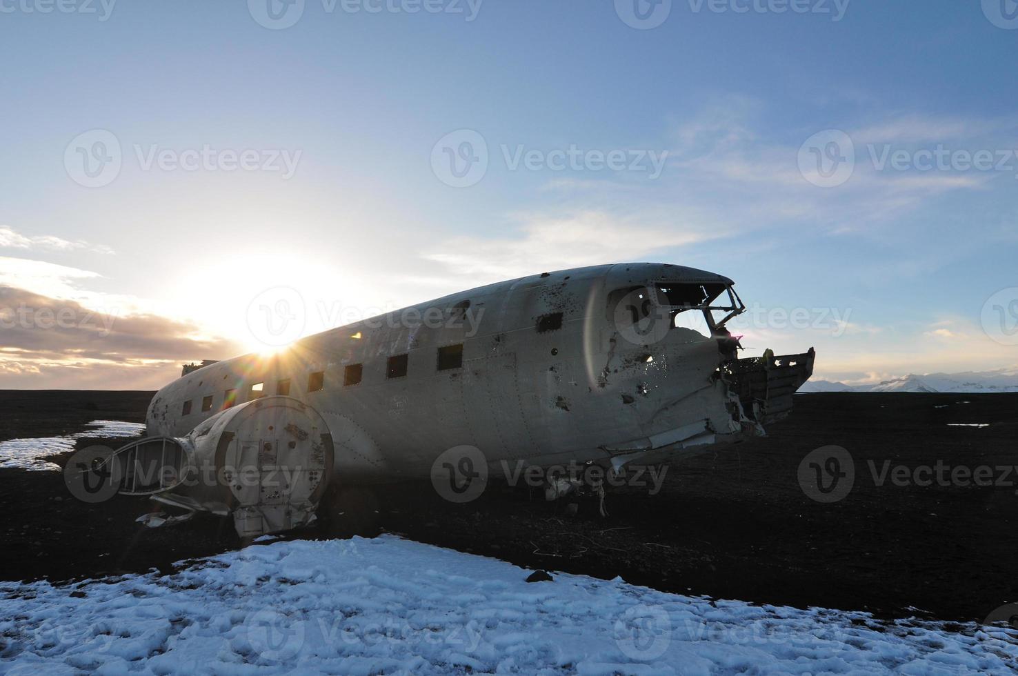 verlaten vliegtuigen bij zonsondergang foto