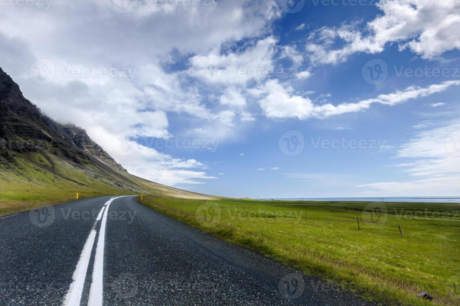 eenzame wegschemering foto