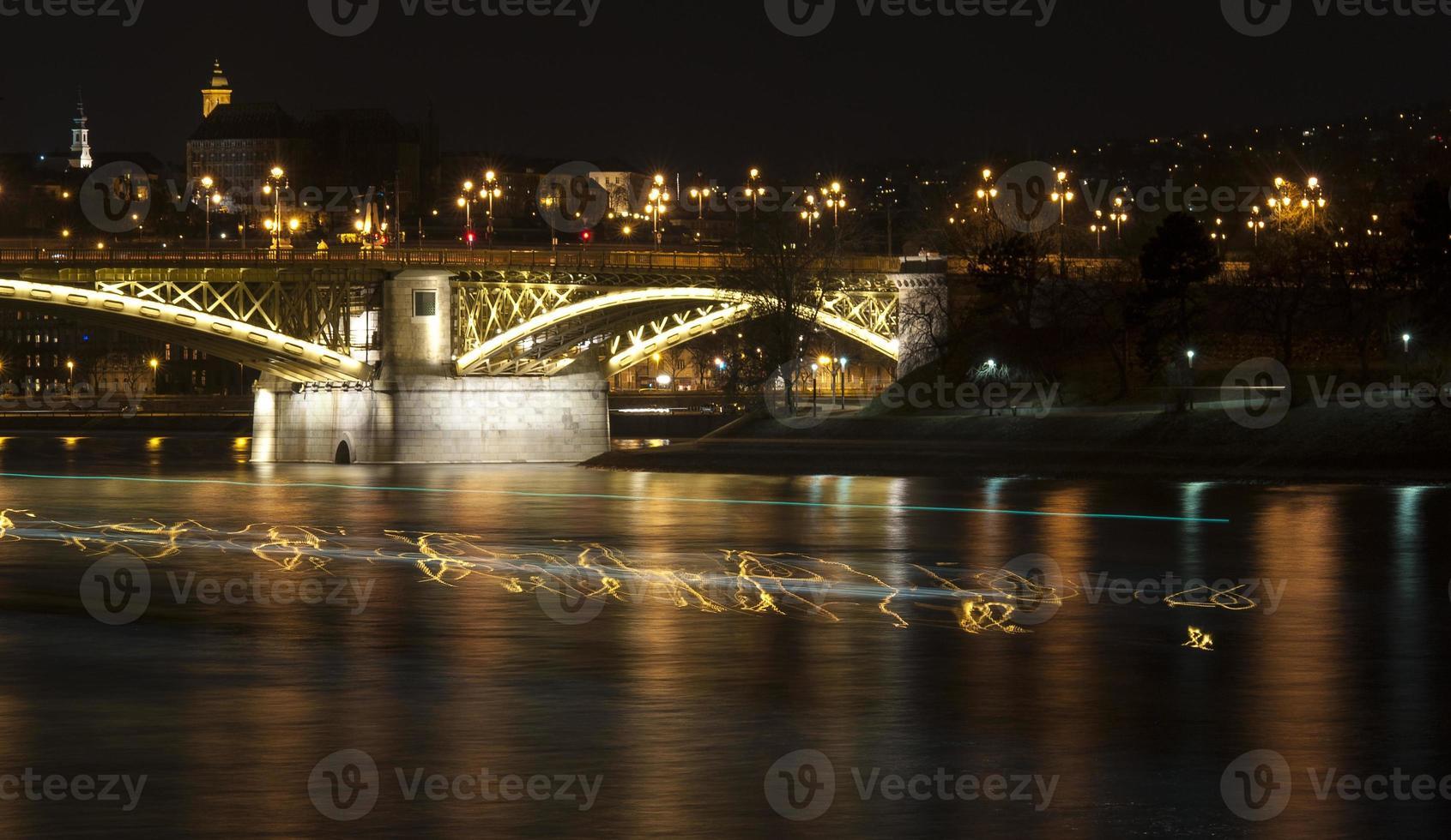Boedapest bij nacht foto