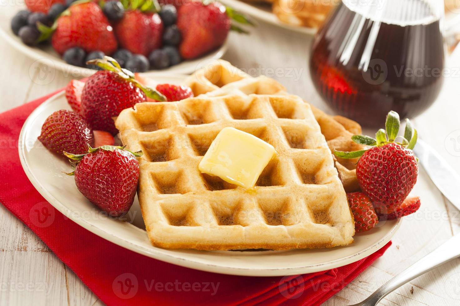 huisgemaakte belgische wafels met fruit foto
