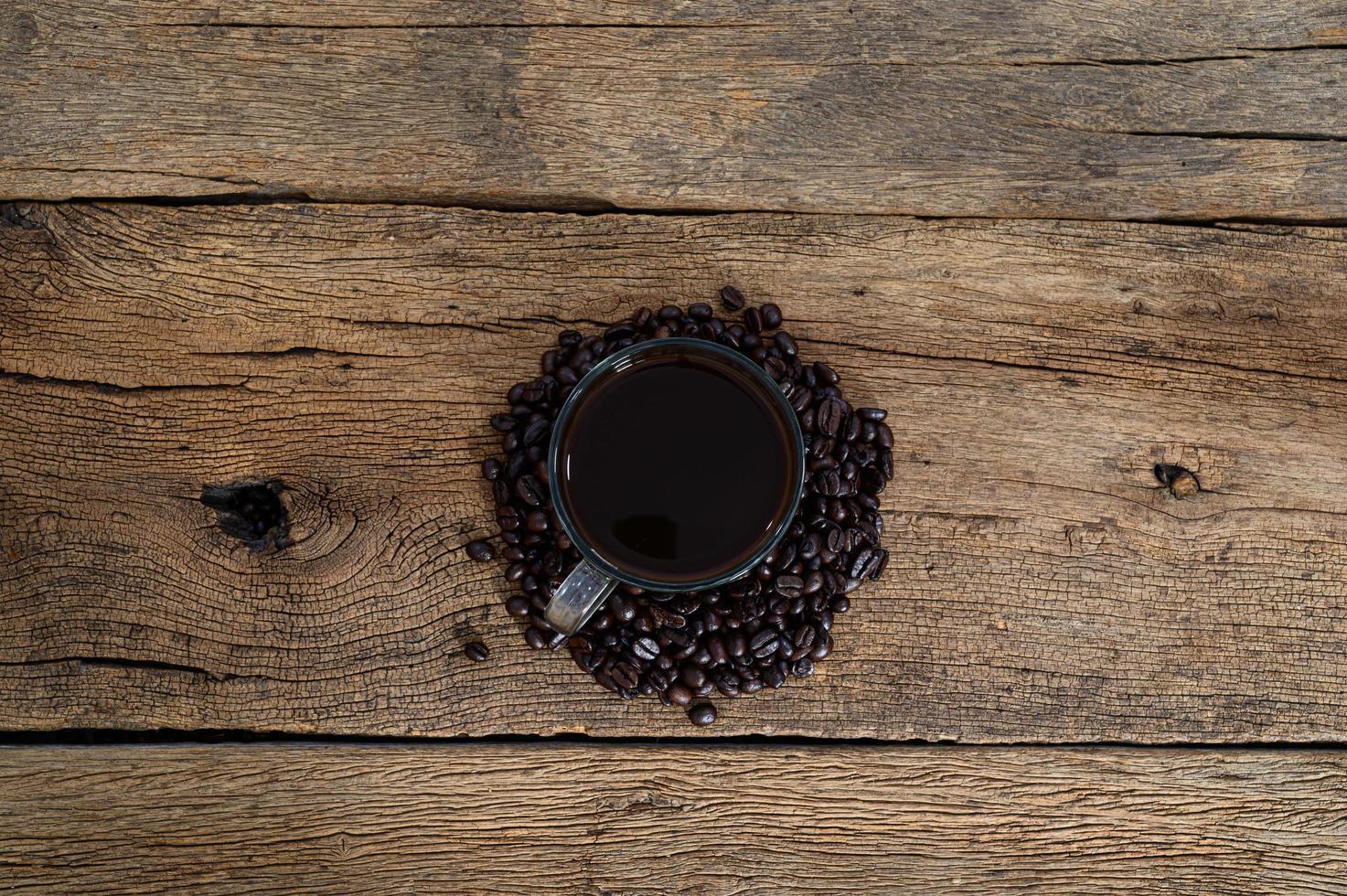 koffiemok en koffiebonen foto