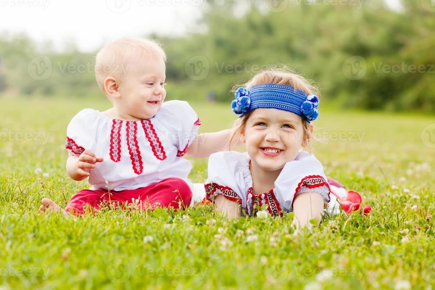 kinderen in volkskleren foto