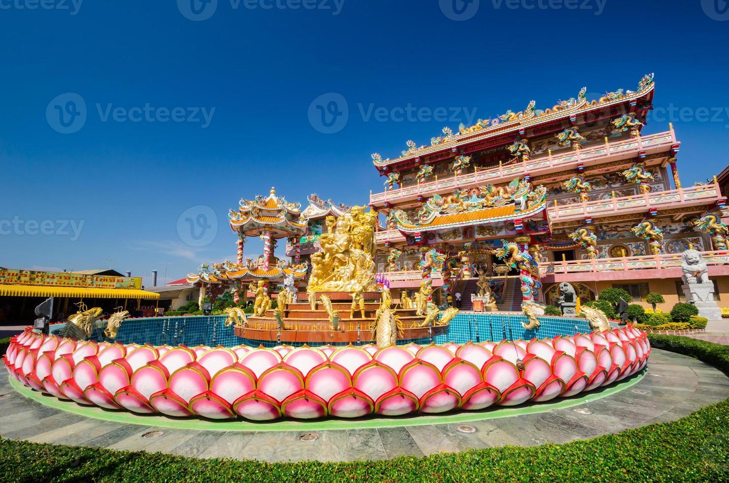 naja standbeeld van chinese heiligdom tempel, chonburi, thailand foto