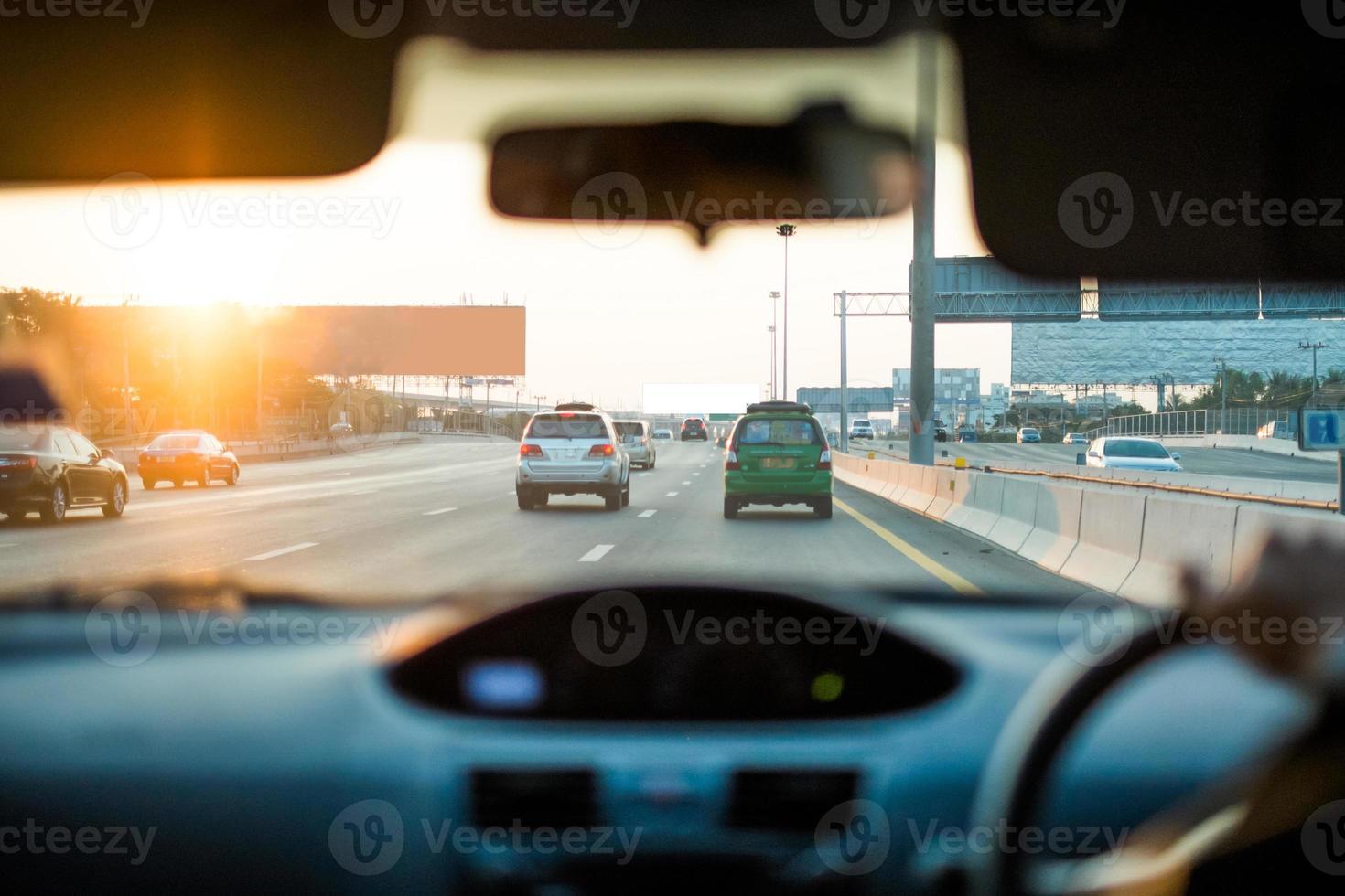 visie op auto's en weg foto