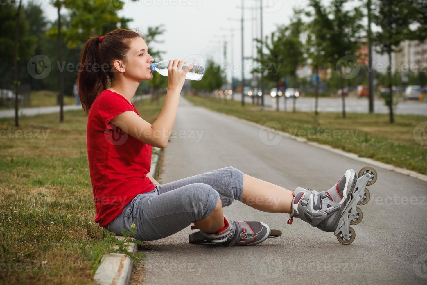 verfrissing na het rolschaatsen foto
