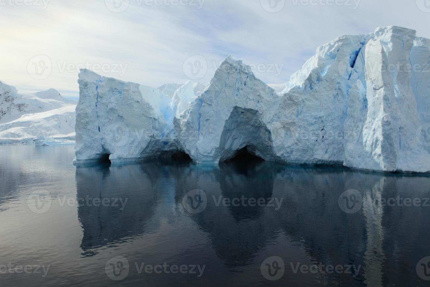 eisberge en landschaften der antarktis arktis foto