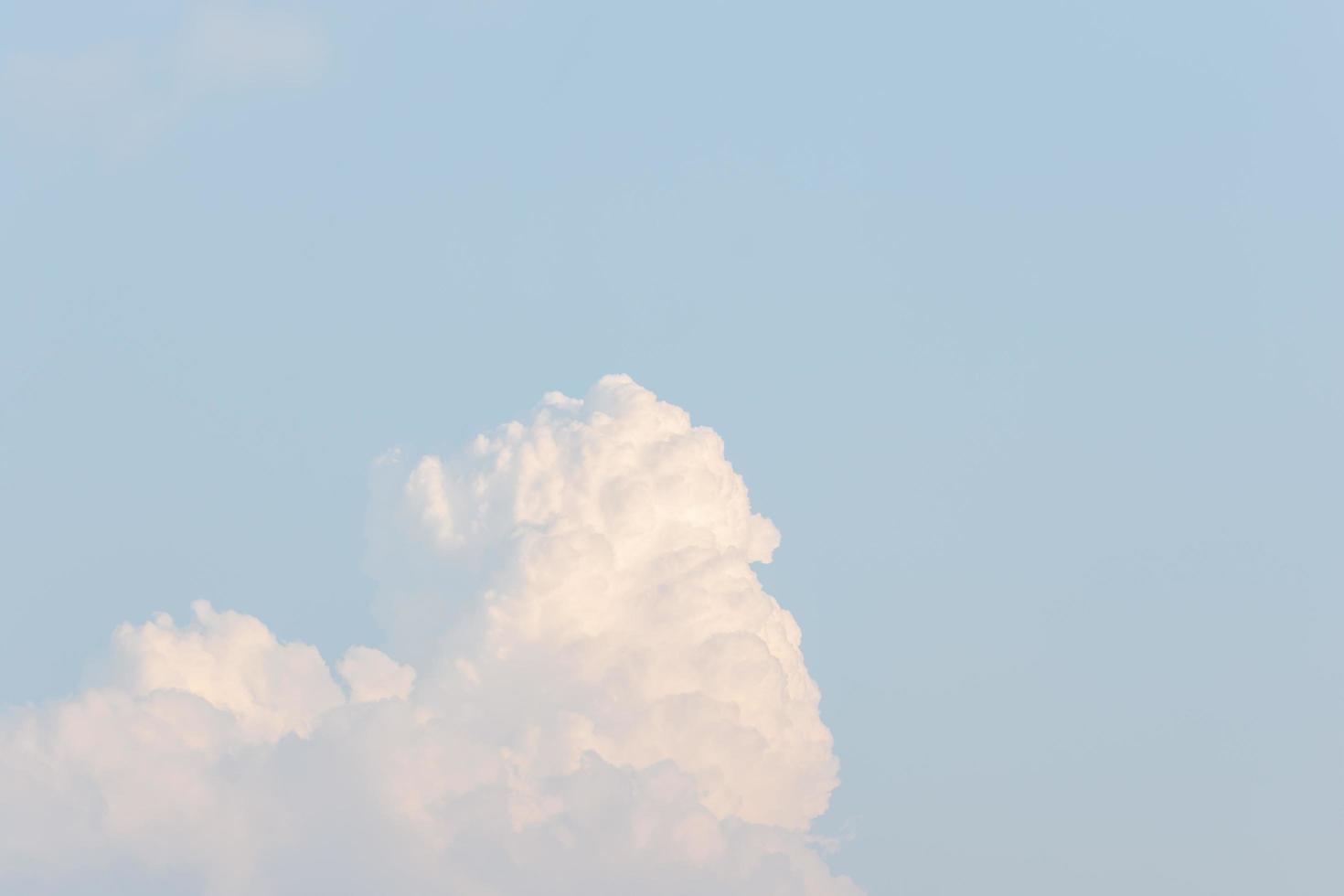 blauwe wolken en lucht foto