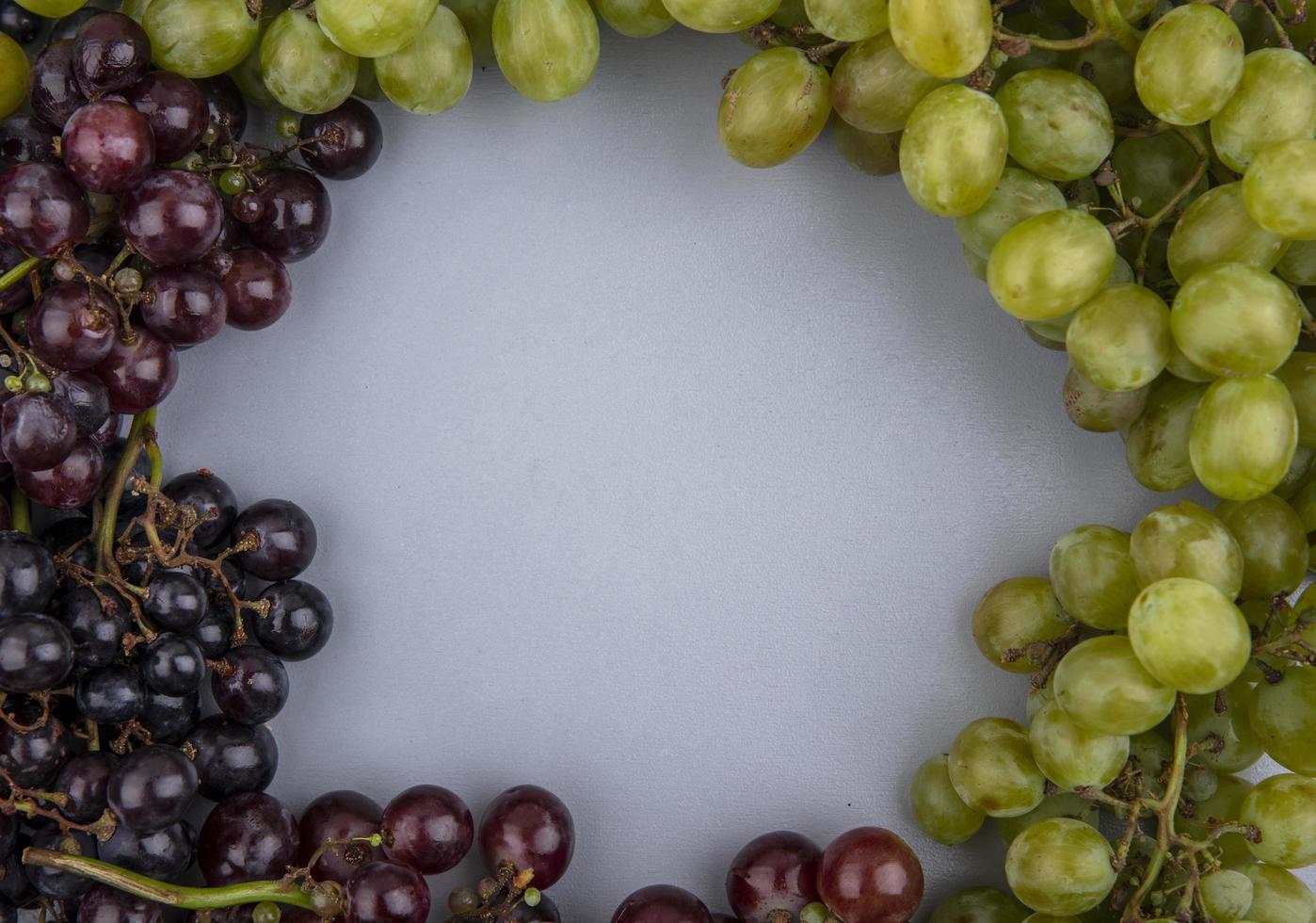 bovenaanzicht van druiven in ronde vorm foto