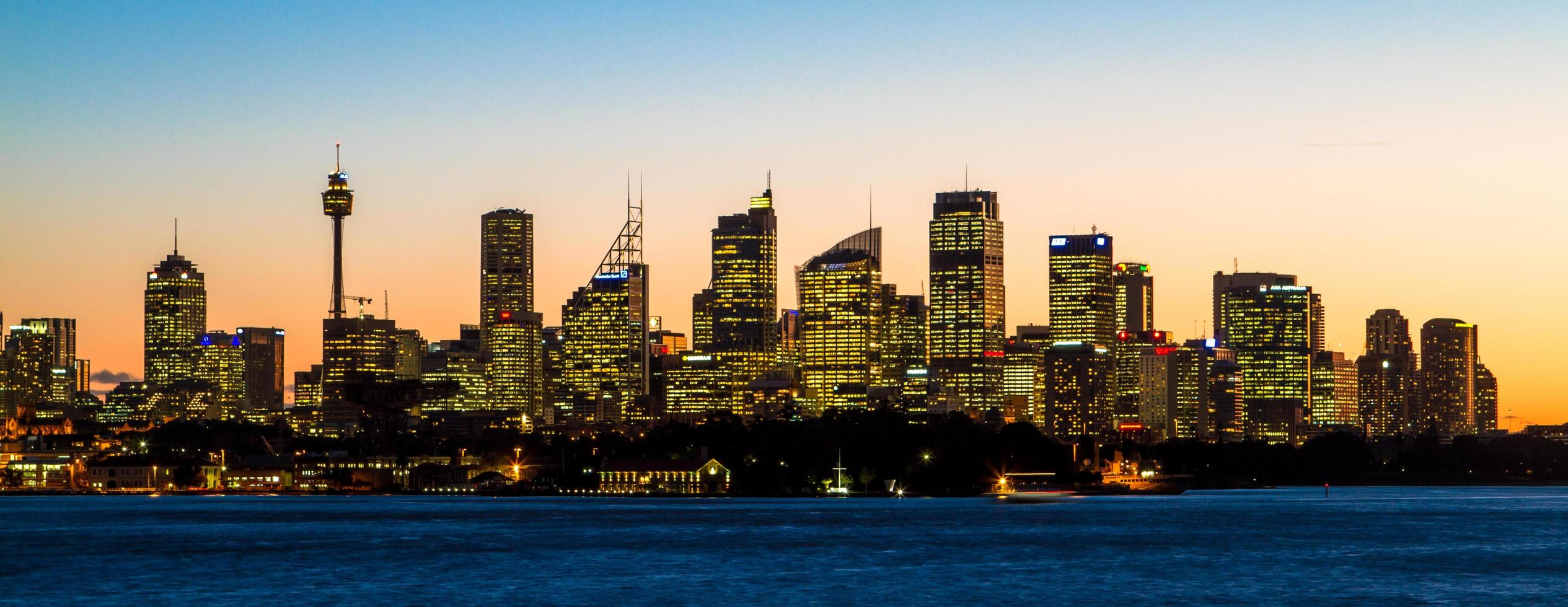 sydney, australië, 2020 - stadsgezicht bij zonsondergang foto