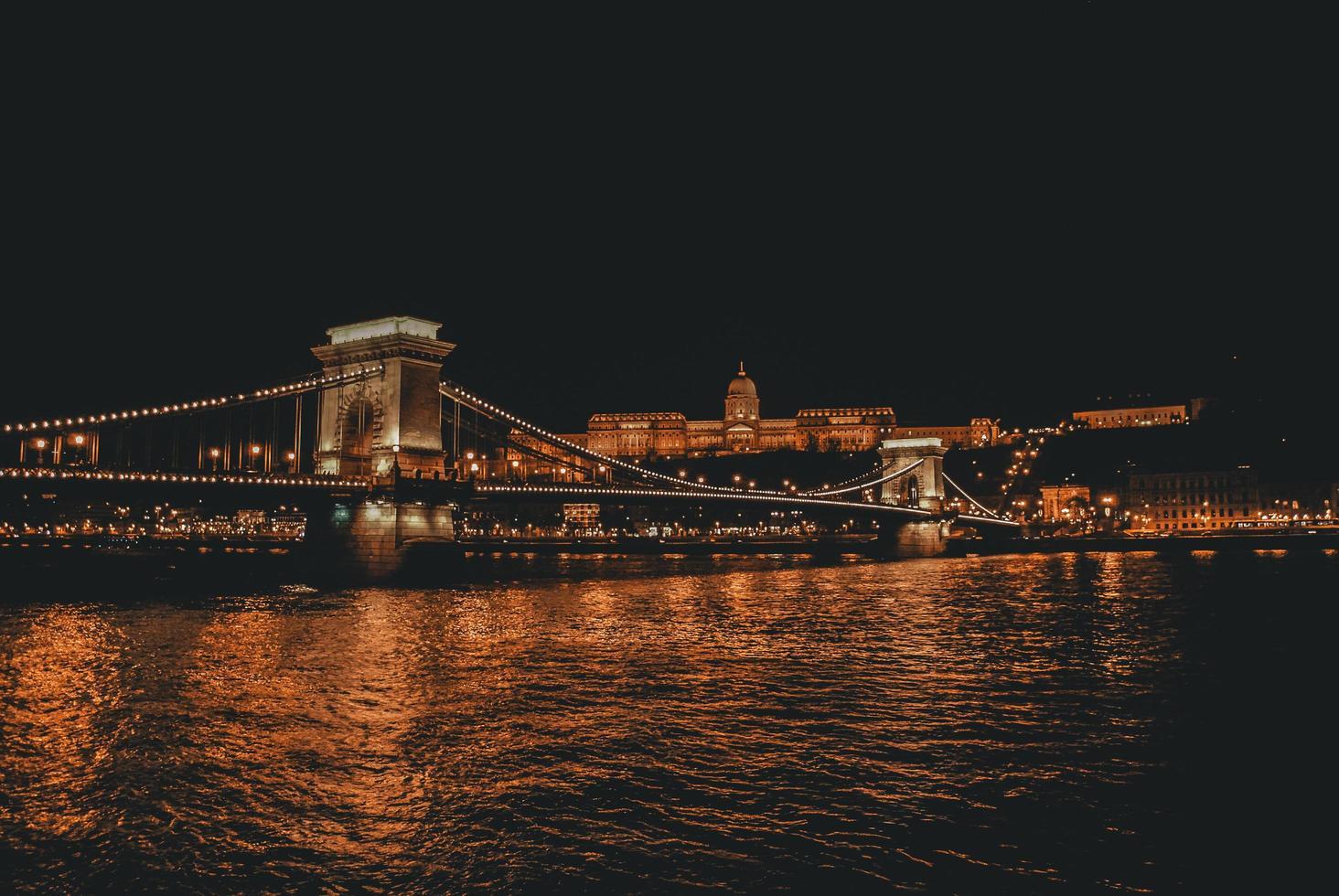 de kettingbrug in Boedapest, Hongarije foto