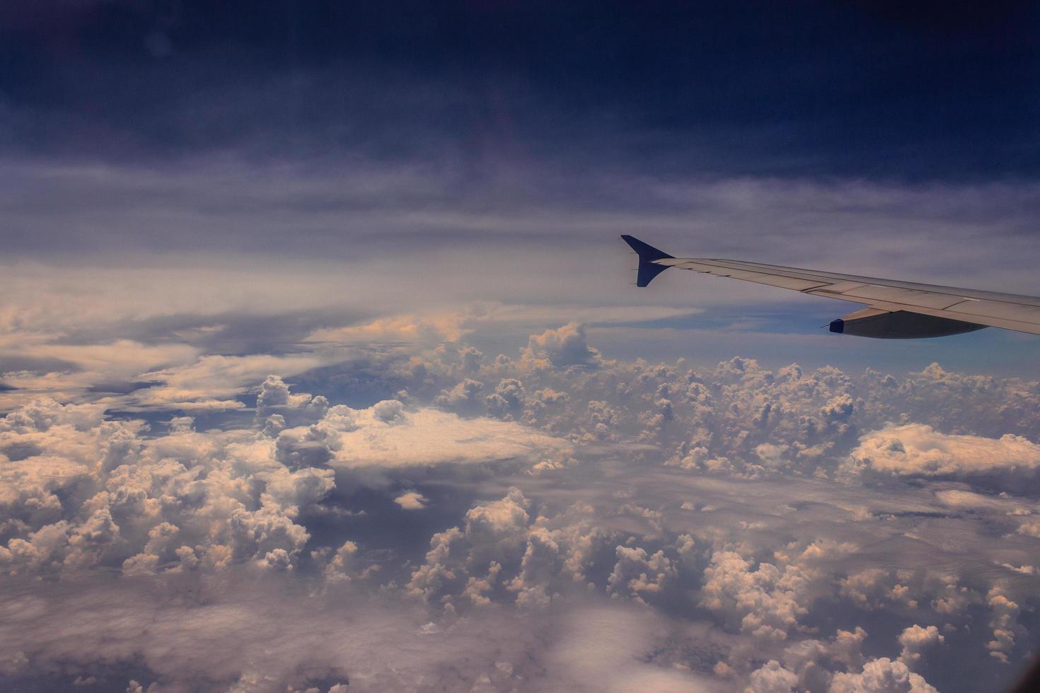 uitzicht op lucht tijdens de vlucht foto