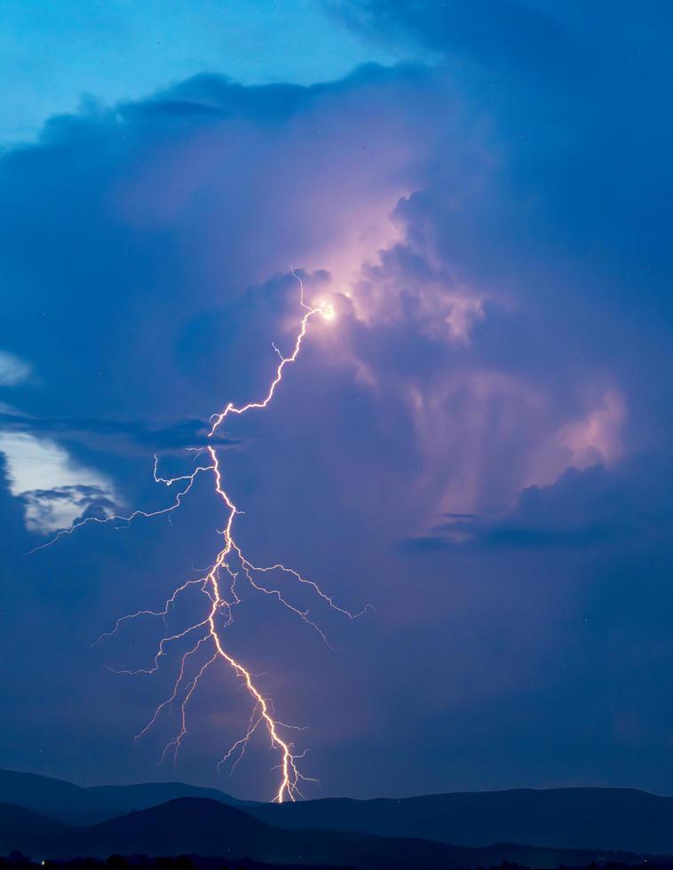 enorme blikseminslag in kleur foto