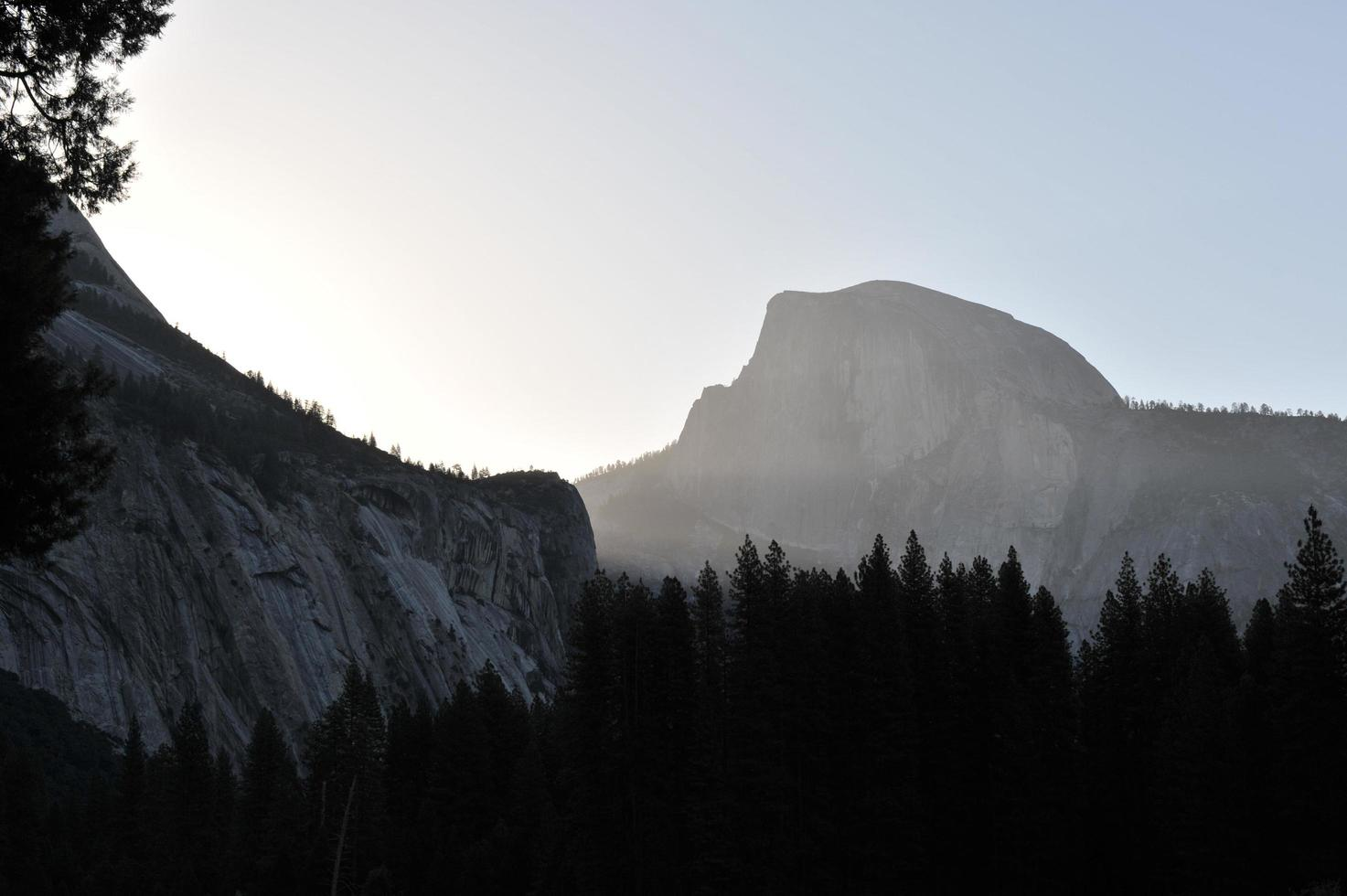 ochtendlandschap in het Yosemite National Park foto