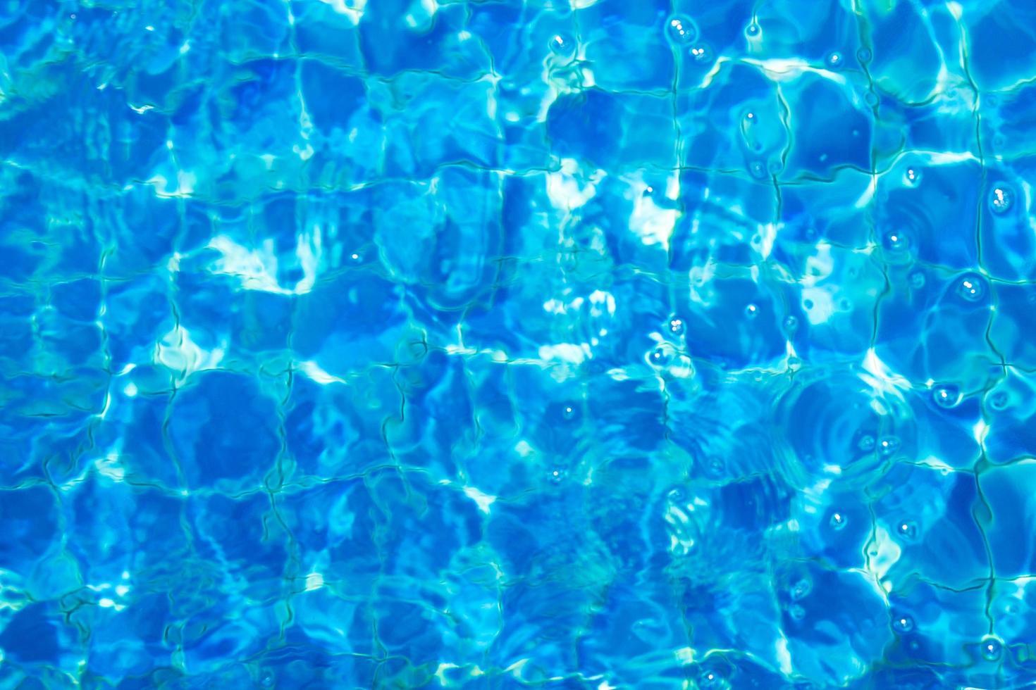 bovenaanzicht van blauw water foto