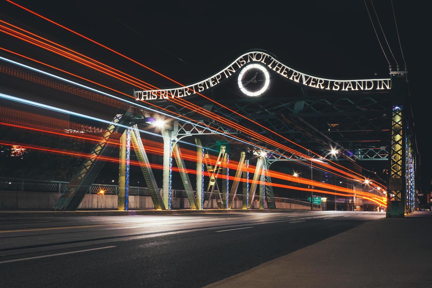 het Queen Street-viaduct in Toronto foto