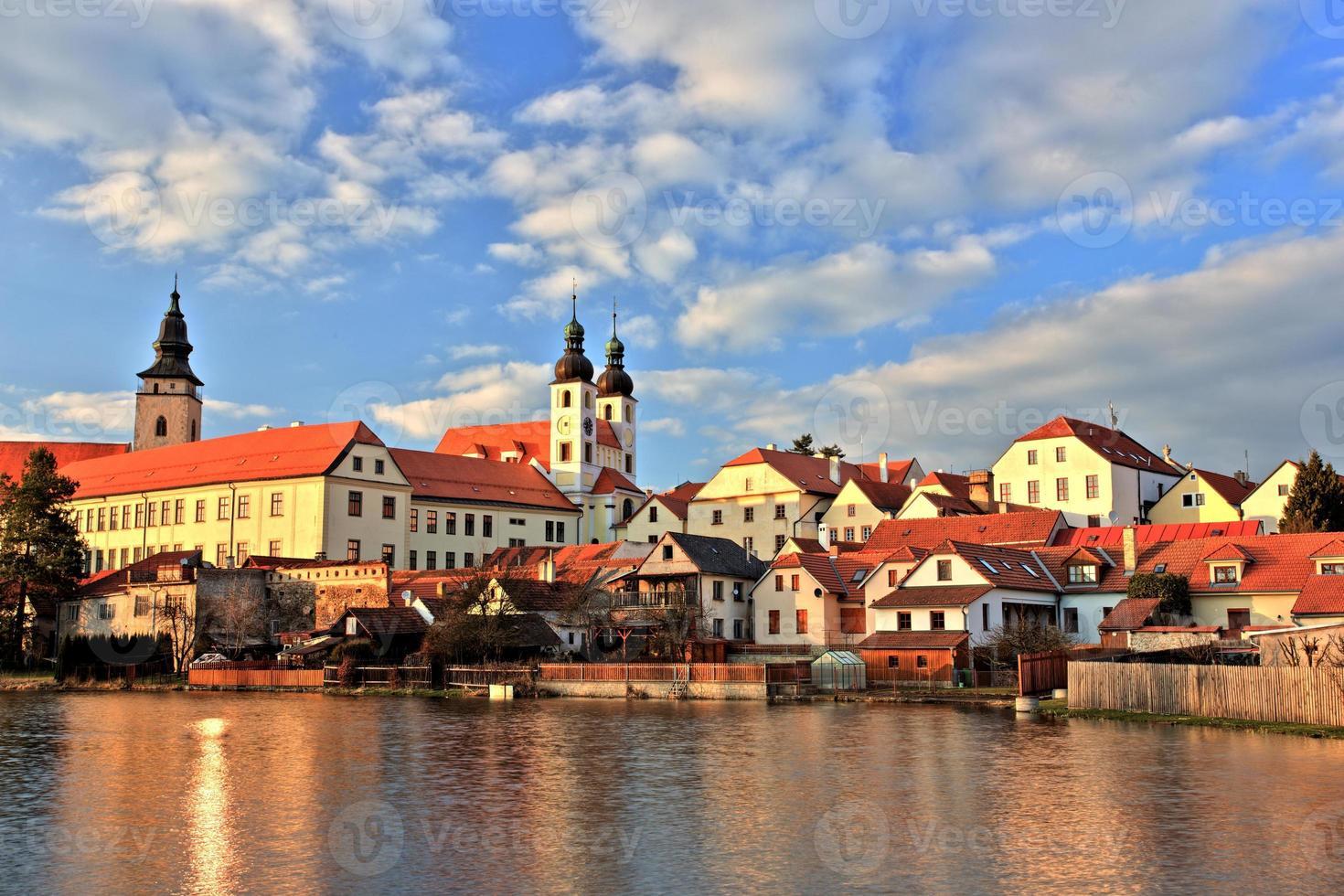stad telc bij zonsondergang, tsjechië, unesco foto
