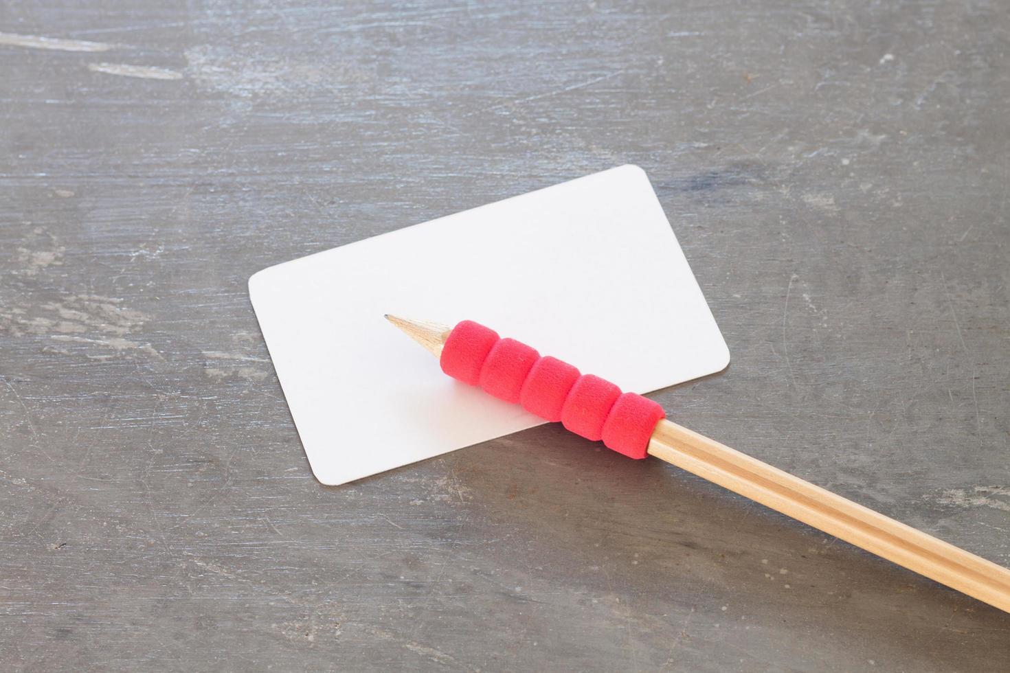 naamkaartje met een potlood foto