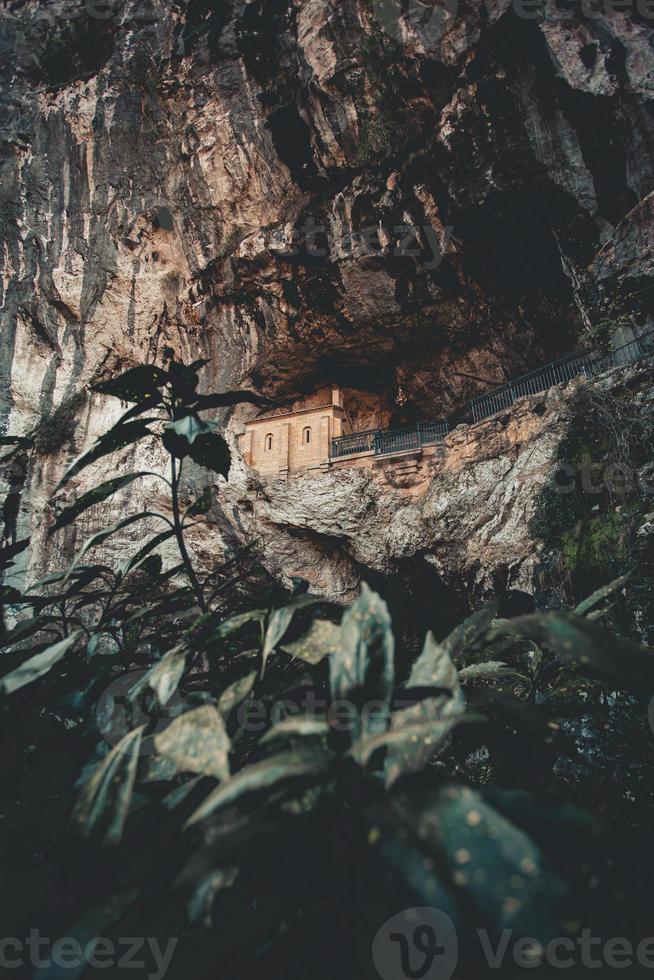 de heilige grot van covadonga foto