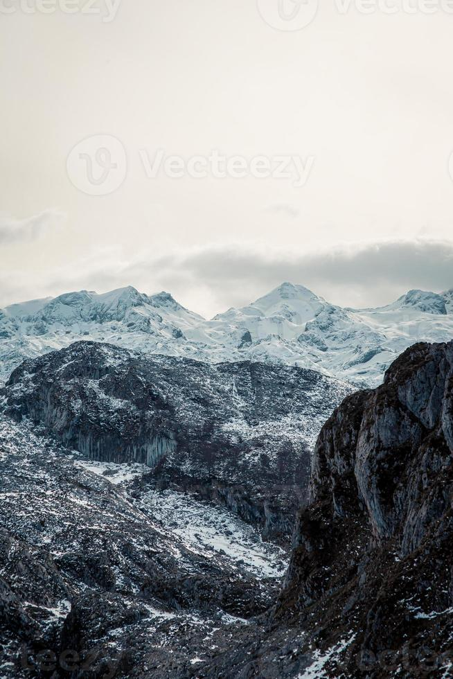 close-up van de bergketen tijdens de winter foto