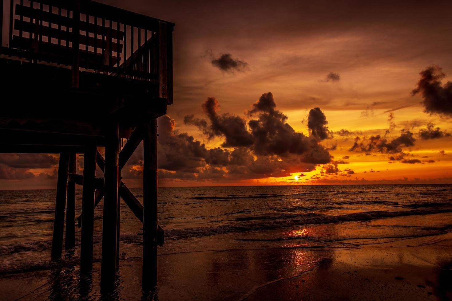 oceaan bij zonsopgang foto