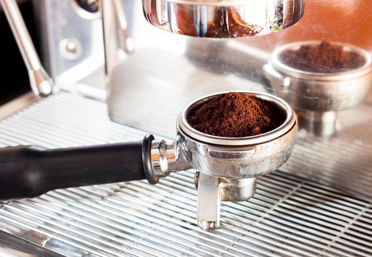 espresso in een koffiemolen foto