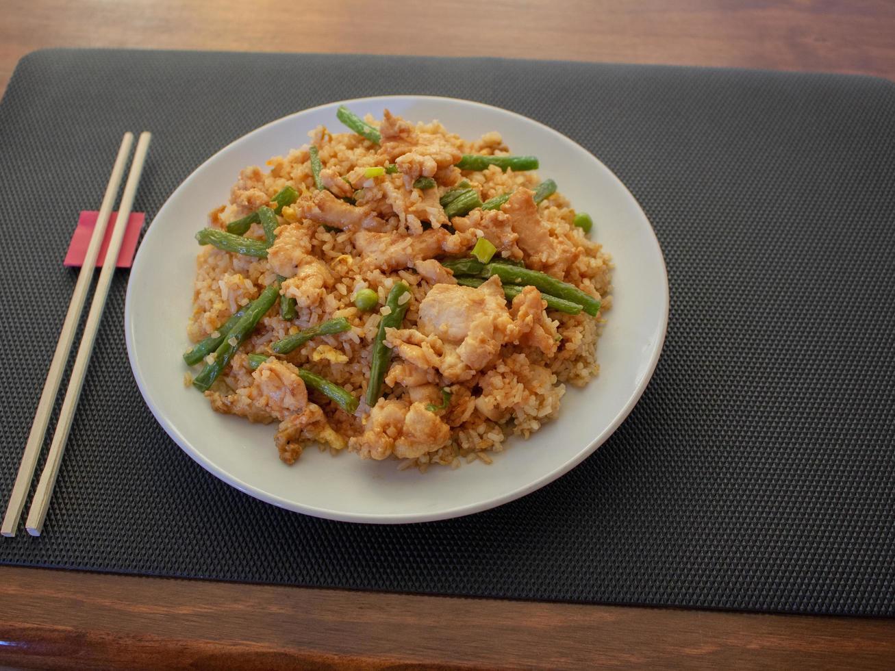 kip gebakken rijst foto