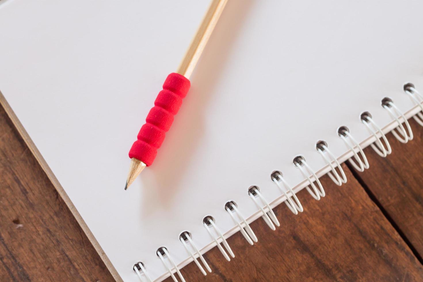 close-up van een potlood op papier foto