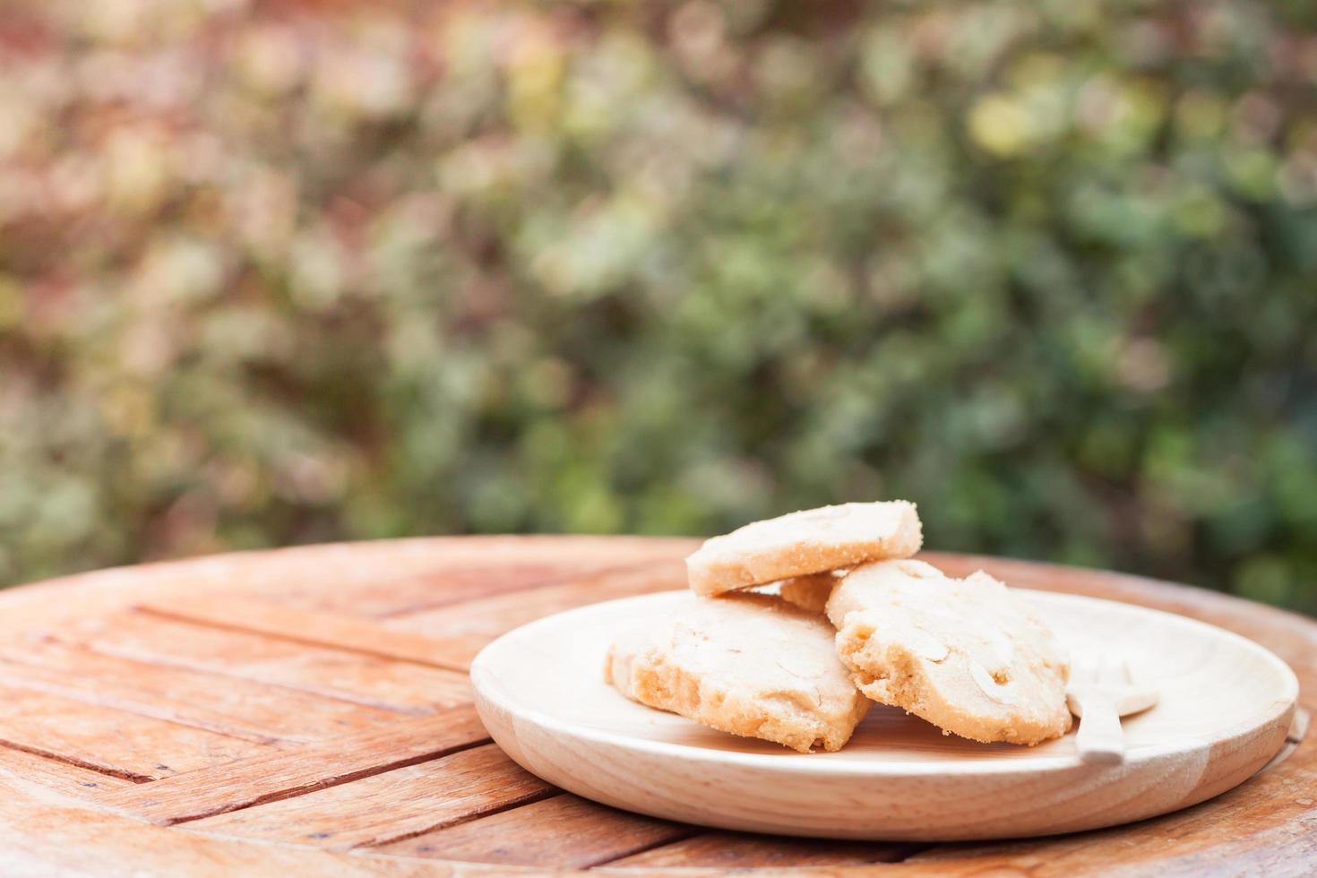 cashew cookies op een houten tafel foto
