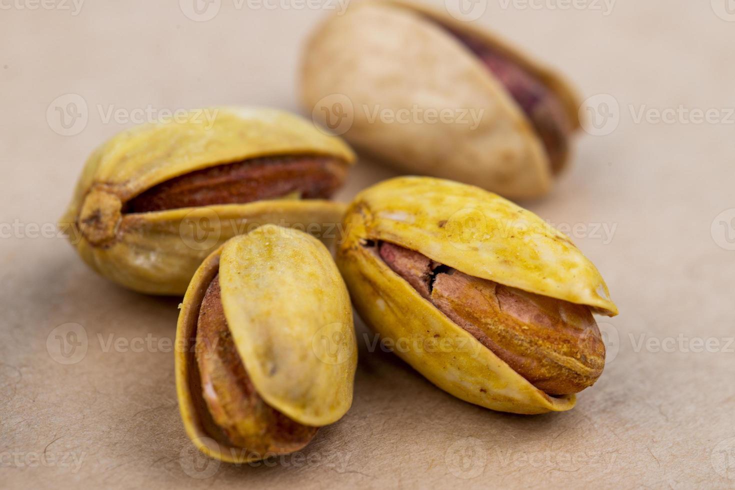 close-up van geroosterde pistachenoten foto