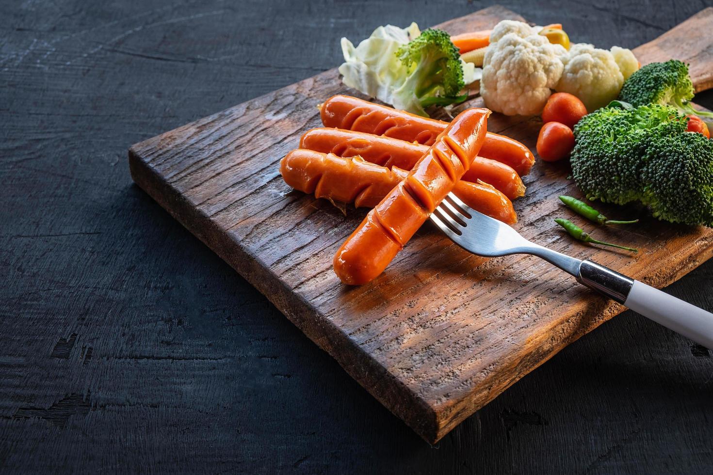 gegrilde hotdogs en een vork foto