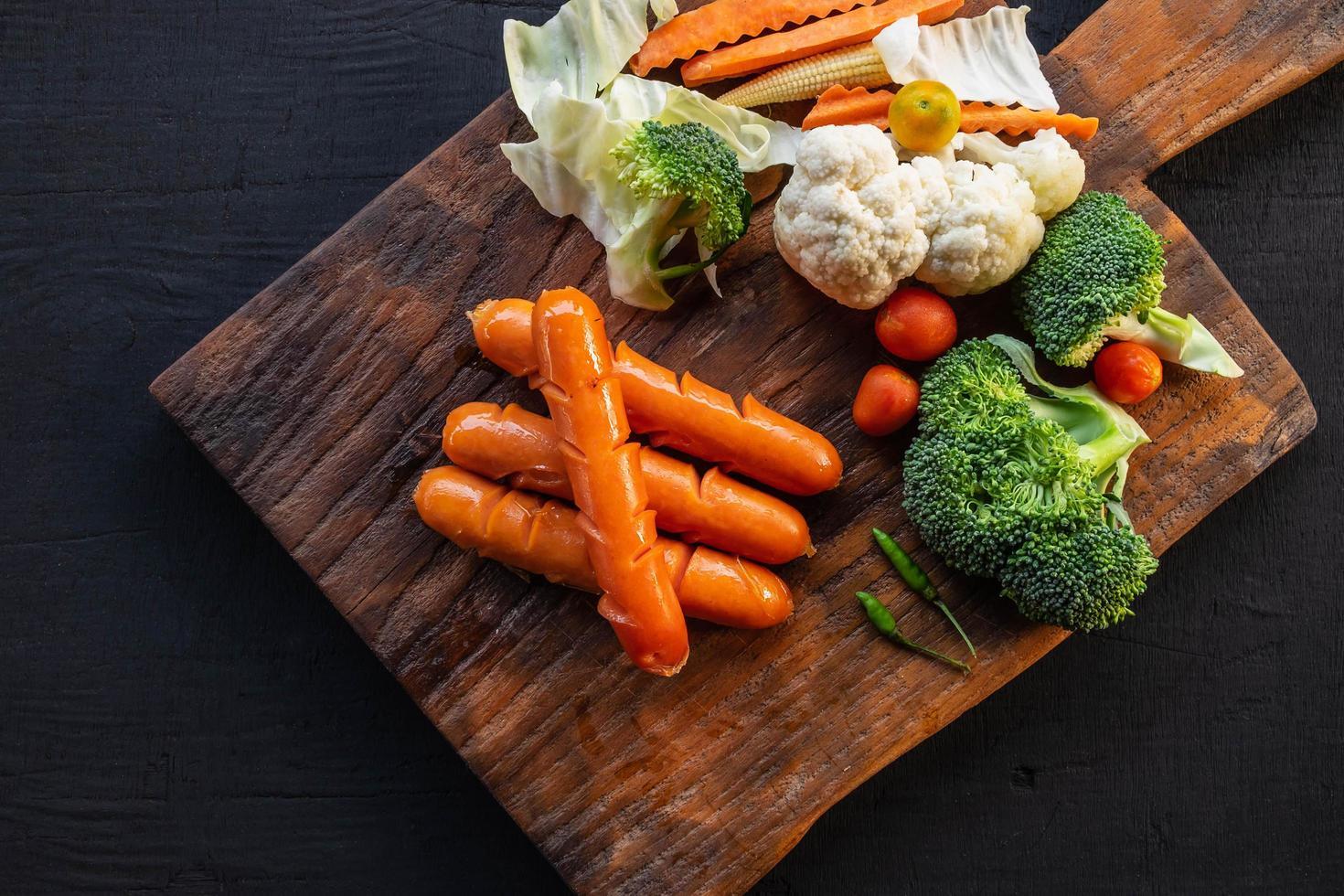 groenten op een snijplank foto