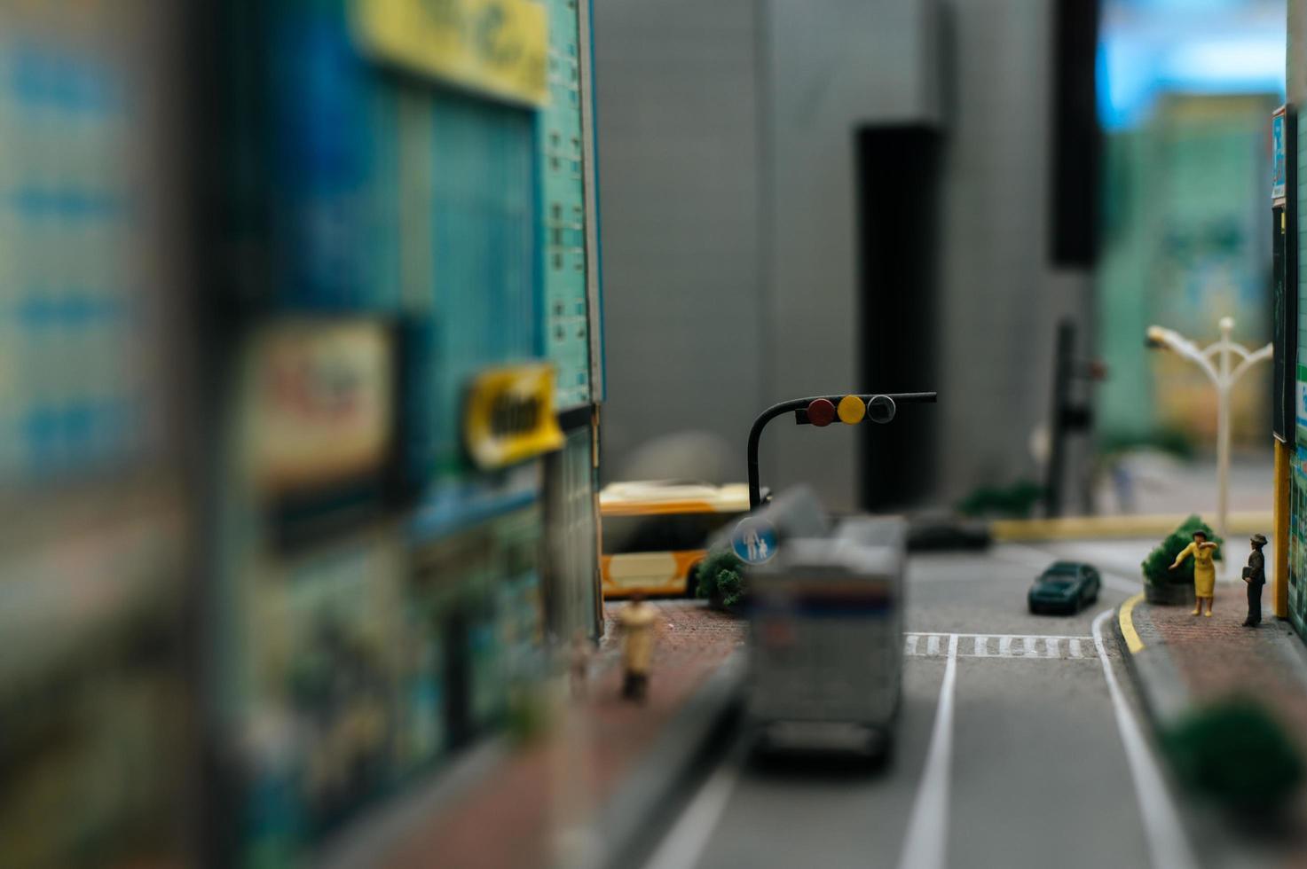 close-up beeld van een kleine verkeerslichten op de weg foto