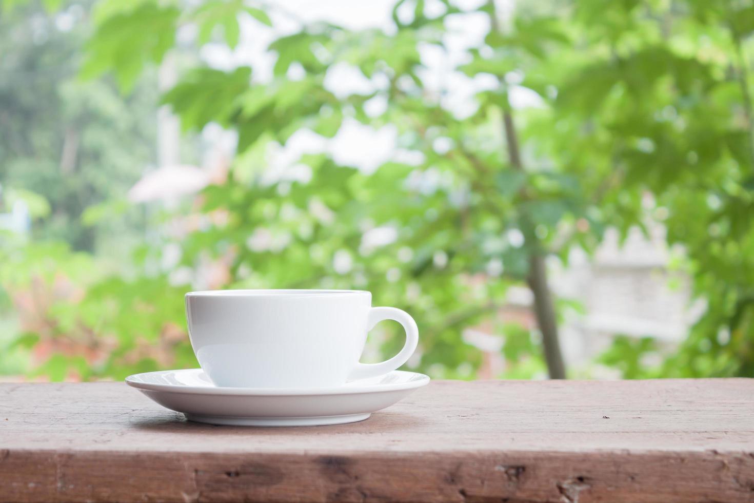 latte cup op een tafel foto
