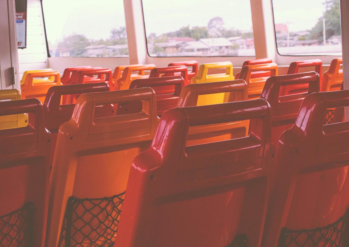 oranje lege stoelen foto
