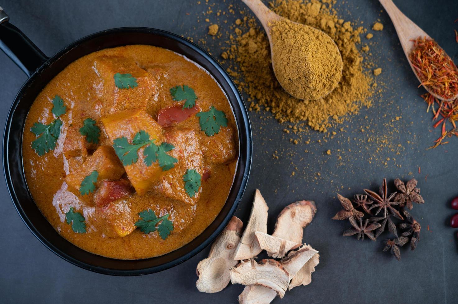 Thaise massaman curry foto