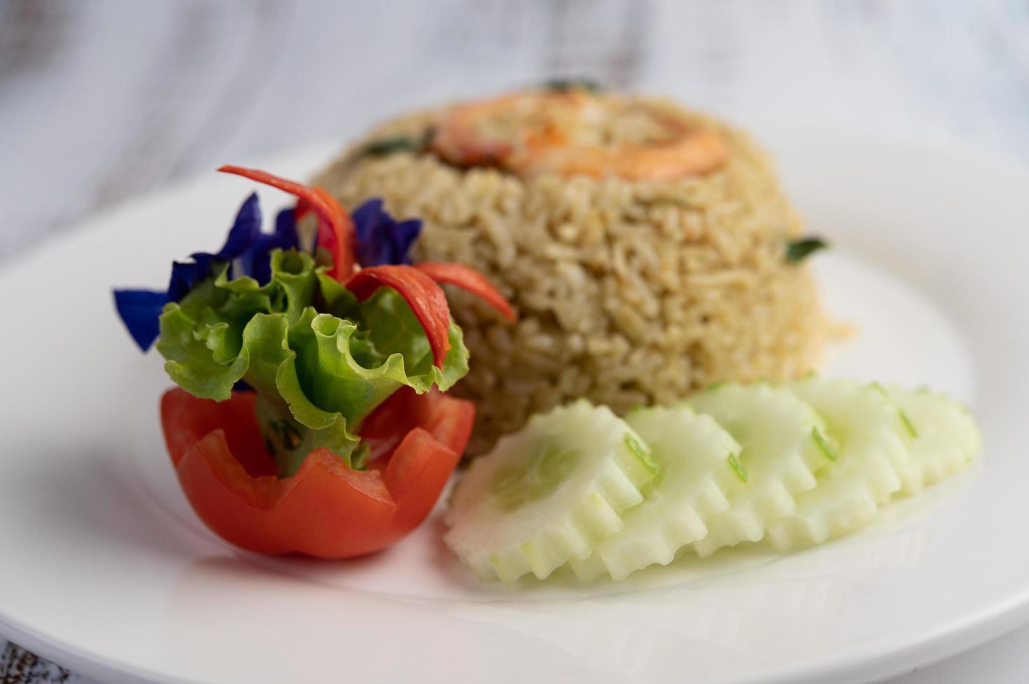 decoratieve garnalen gebakken rijst foto