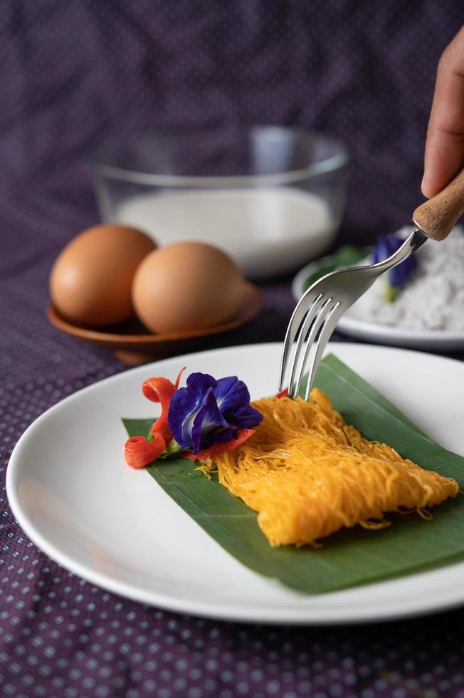 fios de ovos gerecht van twee eieren en kokosmelk foto
