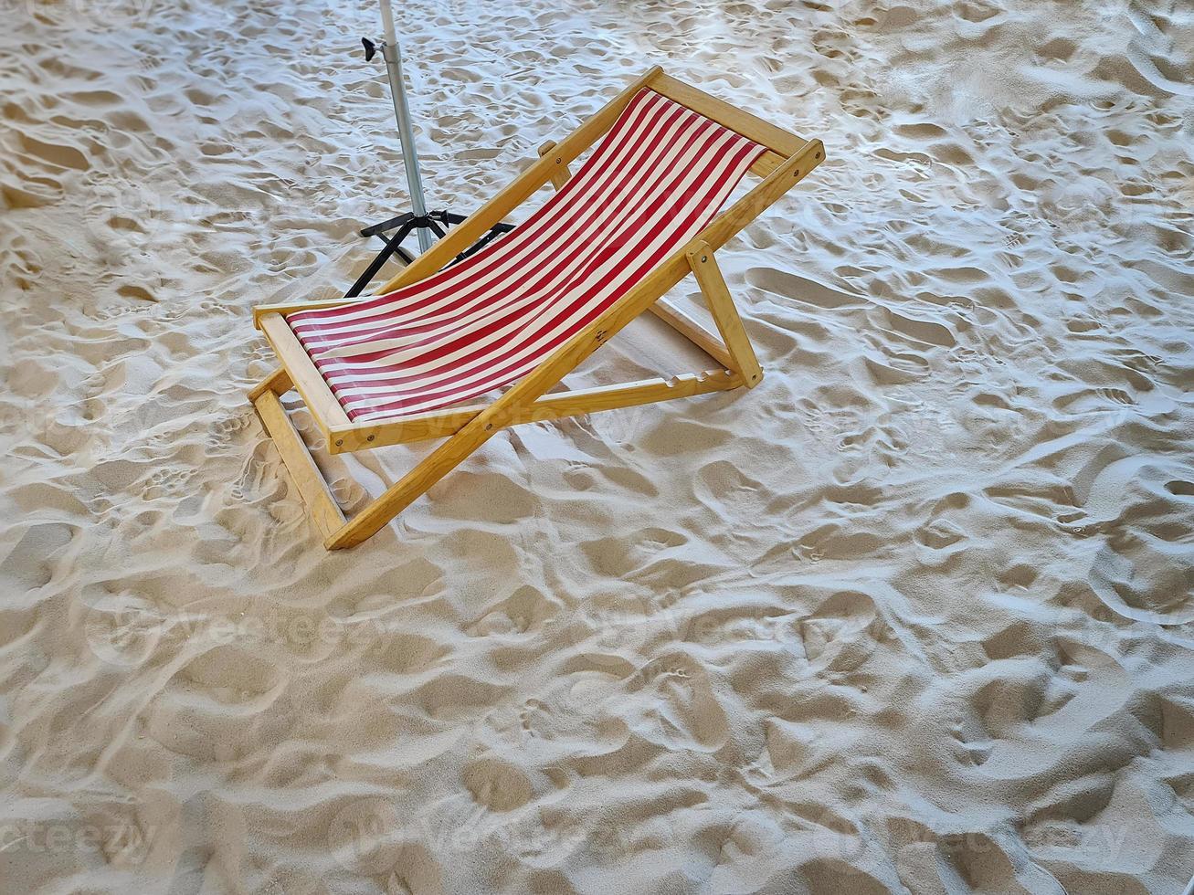 gestreepte strandstoel foto