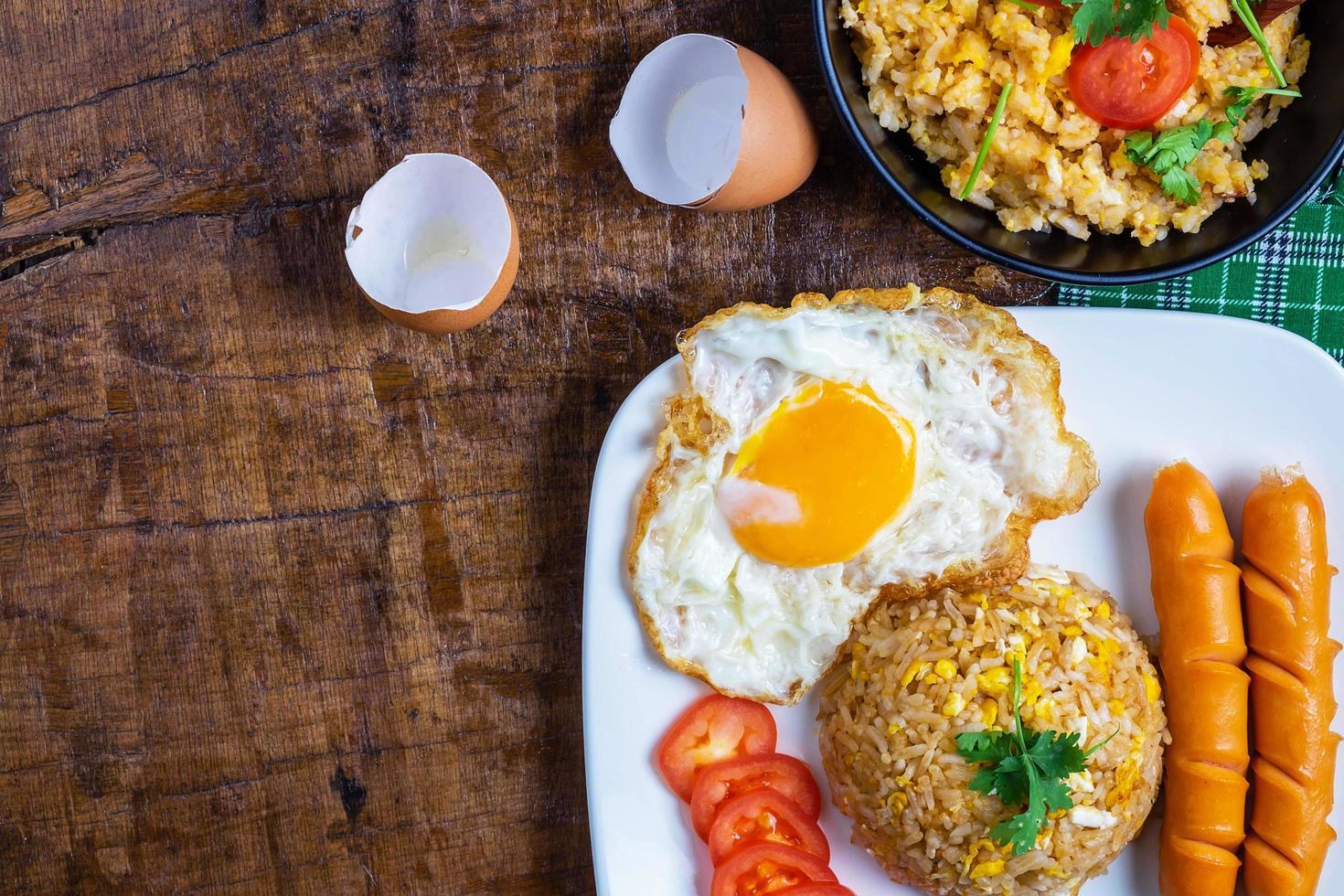 bovenaanzicht van het ontbijt foto