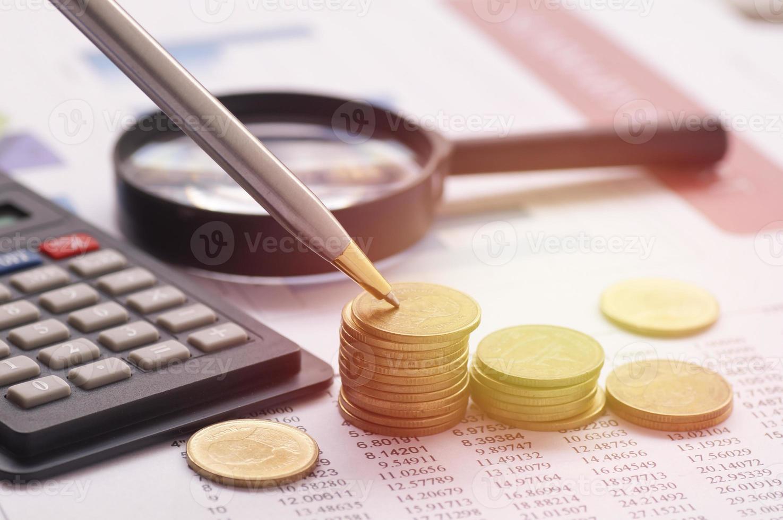 Thaise munten met rekenmachine foto