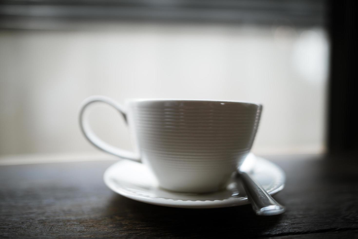 koffie op tafel in een café foto