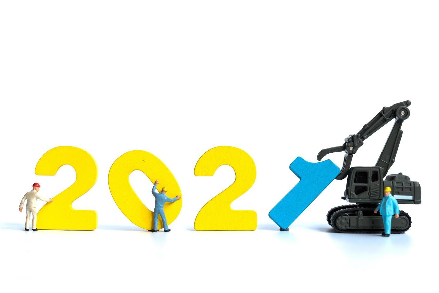 miniatuurbeeldje teambuilding houten nummer 2021 foto