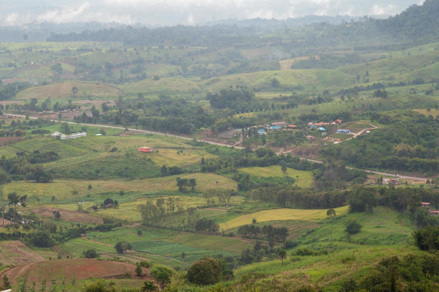 agrarisch gebied in de bergen foto