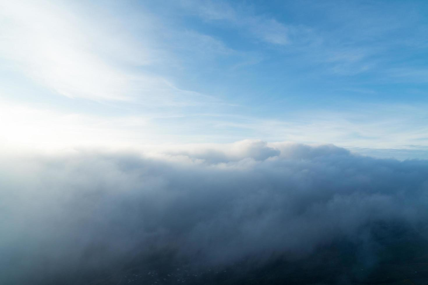 ochtend uitzicht over de bergen foto