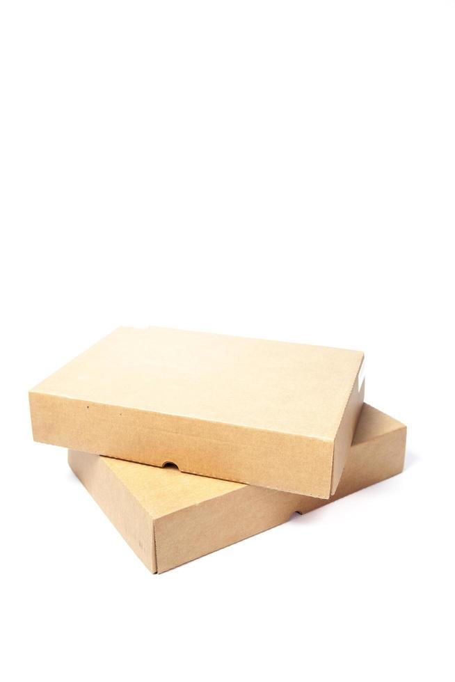 bruine papieren dozen op witte achtergrond foto