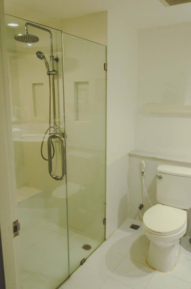 toiletpot en douche foto