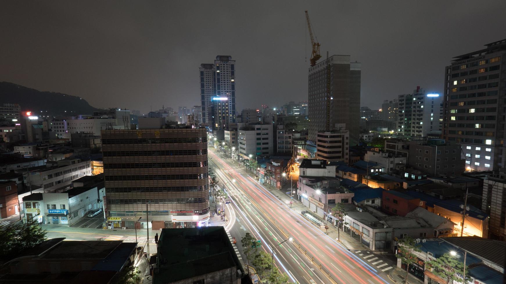 seoel, zuid-korea, 2020 - lange blootstelling van de stad 's nachts foto