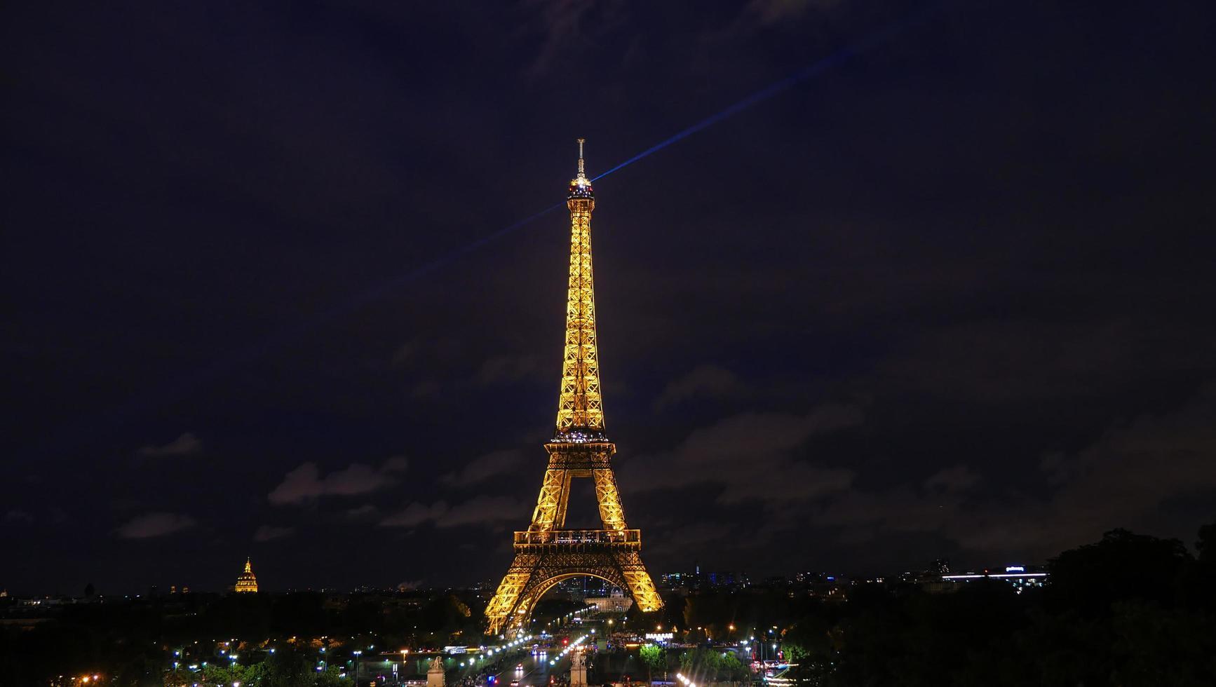 Parijs, Frankrijk, 2020 - Eiffeltoren 's nachts foto